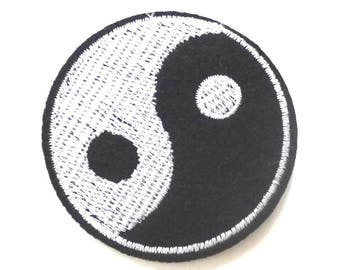 Round Yin and Yang Black and White Iron on Patch - H404