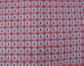 100% Cotton Sewing Fabric Calico Red Check Green Christmas Trees 2.75 Quilting
