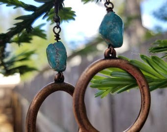 Copper hoop with real turquoise stone