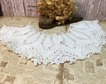Vintage Crocheted Collar/White/Button Front