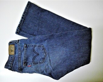 Vintage High Waist Red Tab 515 Boot Cut Levis - Size 6 S