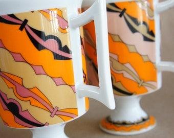 Rare Pair of Mid Mod Smug Mugs Royal Crown Arnart Streamers by Pia