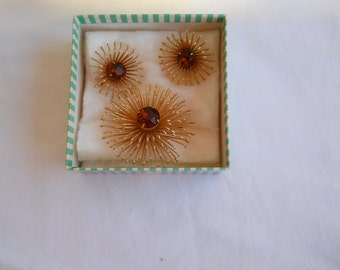 Sarah Coventry Brooch and Matching Clip On Earrings