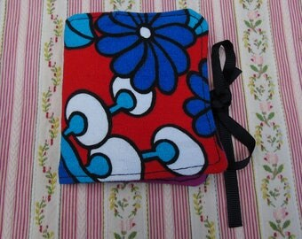 Vintage retro kitsch 1960s 1970s red blue needle case sewing accessory