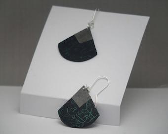 Drop scribble earrings