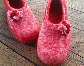 Felted slippers Women home shoes Red Natural Women slippers Eco fashion Traditional felt 100% wool Women winter shoes Woolen Clogs