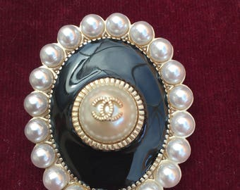 REDUCED VINTAGE Chanel Faux Pearl Victorian style Large Brooch