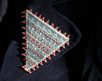 Statement brooch with beautiful sparkle