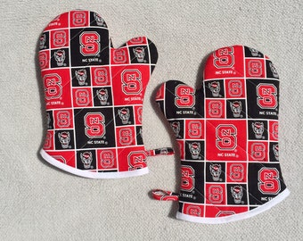 Medium NC State Oven Mitts