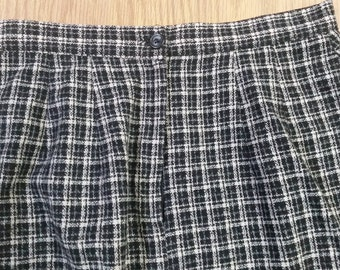 Vintage, Black & white, check/ plaid,   wool , A Line,  acetate lined,  Skirt