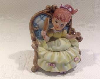 Figurine porcelain vintage - Victorian girl on couch / / made in Taiwan