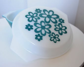 Vintage from the 1970's 2001 casserole dish and lid by JAJ Pyrex
