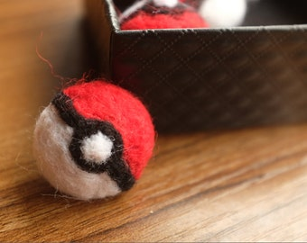 Felted Pokemon Go Pokeball, Pokeball pin, Pokeball brooch, felted Pokeball brooch