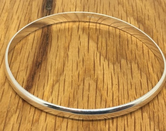 Thick silver bangle, Sterling silver bangle, D wire bangle, solid silver bracelet, Size 8' bangle, wide bangle, oval bangle, silver bangle