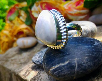Genuine Howlite ring, provides access to memories of past lives.