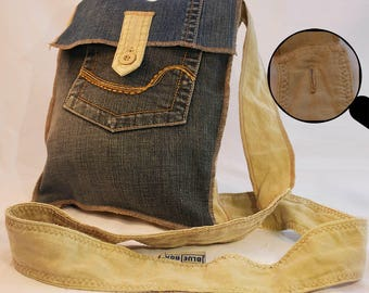 Small lined shoulder bag with two binnenvakjes, made from two old trousers. Denim Blue and ecru