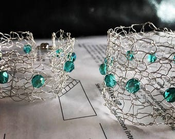 silver wire bracelet cuff with green Czech crystals (16cm)