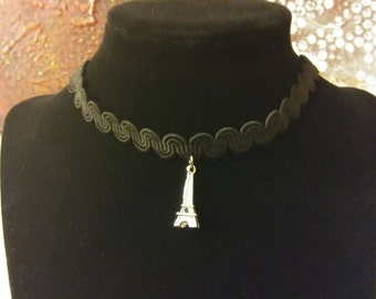 Eiffel tower lace choker, black and silver, adjustable closing system.