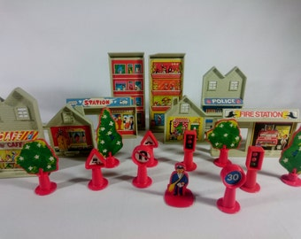 MATCHBOX - Vintage Play Track Buildings and Accessories - 1970s