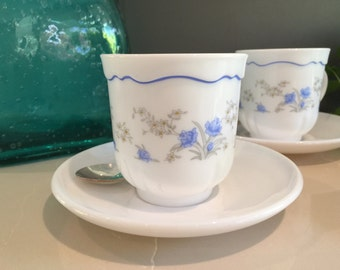 Vintage Arcopal France - 3 x cups and saucers - 'Romantique' pattern