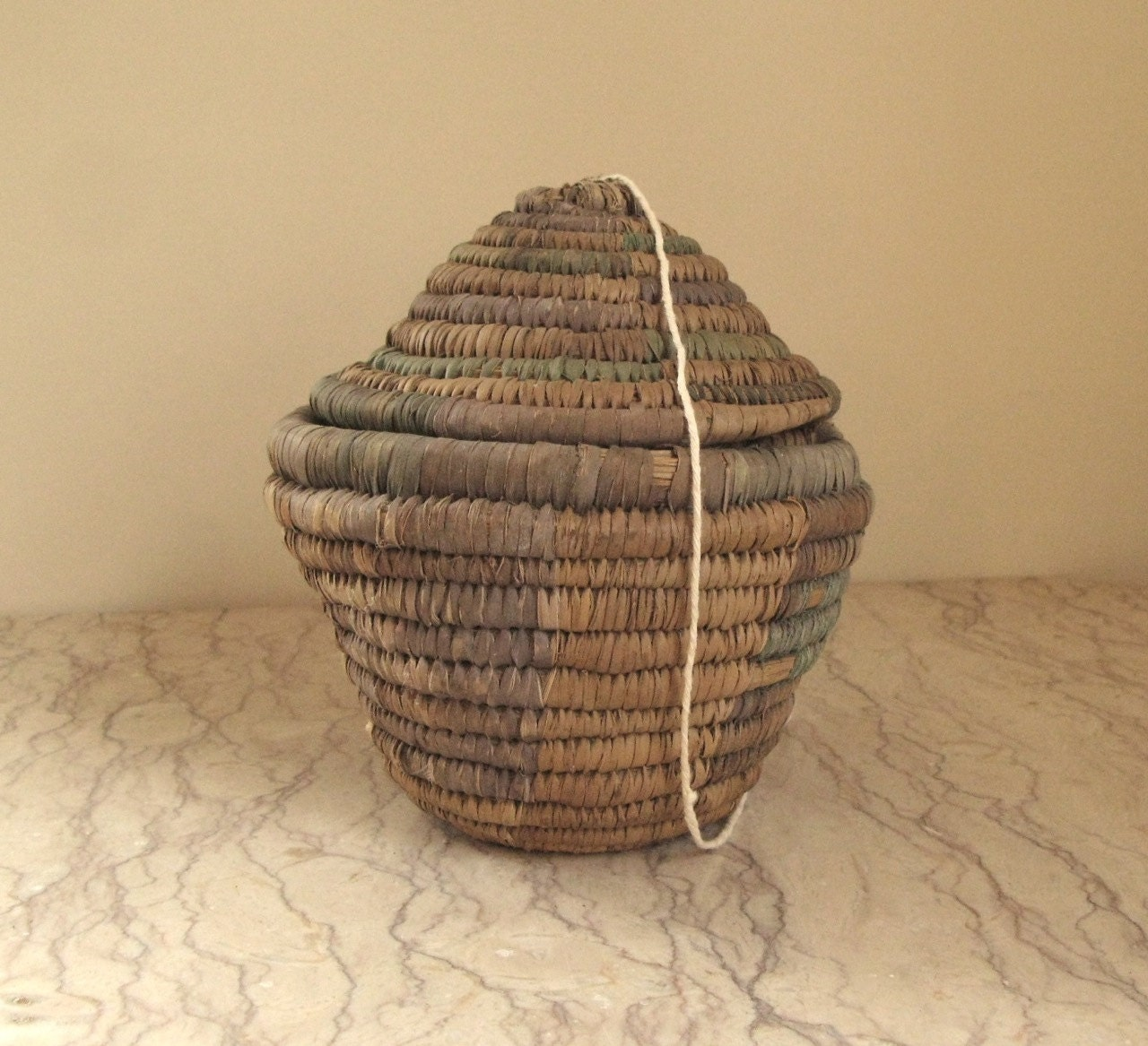 How To Weave A String Basket : Vintage woven straw string basket