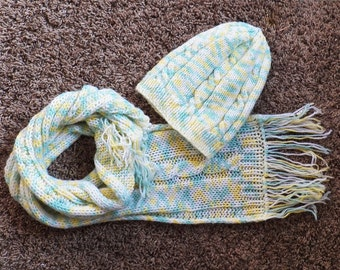 White speckled multicolor toddler hat and scarf set