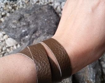 Leather Wrap Around Brown Snap Bracelet.