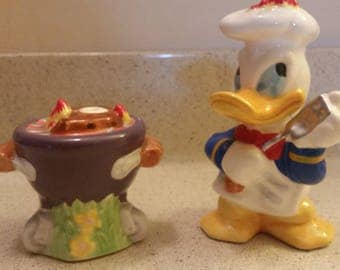Disney Donald  Duck salt and pepper shakers!