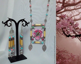 Sakura / Spring / Double 2-Piece Set/ Earrings / Necklace / Natur Bamboo Steaks / Wood / Handmade painted / Cherry Blossoms / Japan