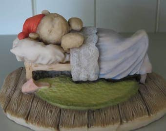 Winnie-the-Pooh asleep in bed - W170  .  Vintage collectible figurine.