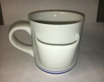 """Vintage Unique Collectors White Mug Hot Drink Cup w/ Side Pouch CMI VGC Stoneware made in China  3 5/8"""" tall"""