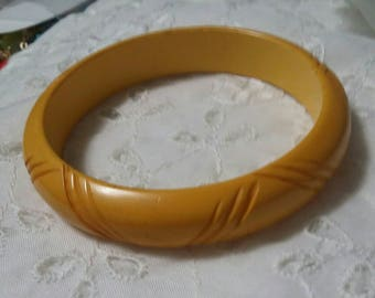 Bakelite tested carved butterscotch bangle