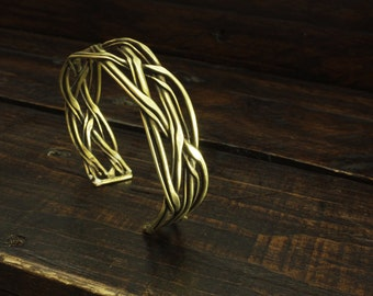 Bracelet braided in thread of brass