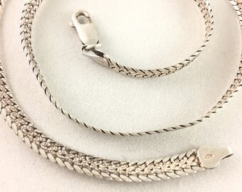 Vintage Sterling Silver Elegant Necklace Marked Italy 925