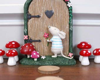 Cute 'Magical' Fairy Door With Mouse !