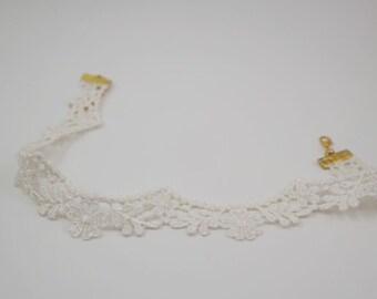 Scallop white lace trim choker