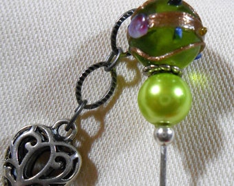 Stickpin with heart charm with green accent beads