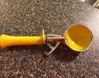 Vintage Bonny Prod Co. Yellow Ice Cream Scoop