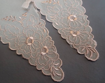 Pretty Pink 1940's Vintage Floral Embroidered Collar