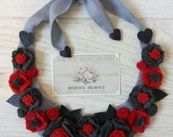 Jewelry Necklace Felt Flowers red and black