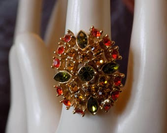 Stunning vintage Sarah Coventry ring with a beautiful  eye catching sparkle.