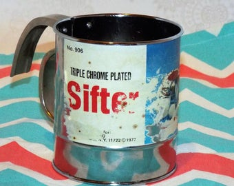 VINTAGE Triple Chrome Plated Sifter. 1977 Sifter. Manual sifter.