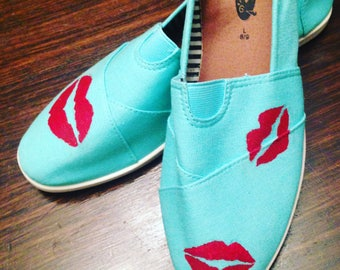 Lips Painted Canvas Shoes