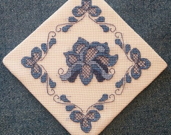Easy cross stitch pattern, diamond-shaped gzel motif