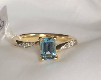 Yellow Gold Ring with Blue Topaz and Diamonds