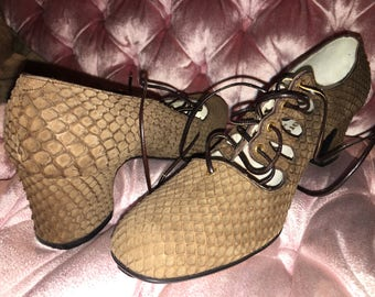 FORECAST Woman's shoes. Made In Spain. 1970's? Never Worn! Serpentine pattern--Mod & Kicky!!