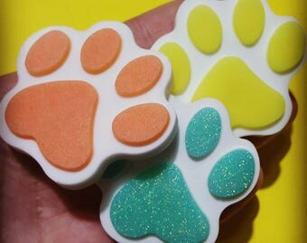 Paw-shaped resin magnet