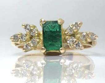 Vintage Grass Green Emerald Gold Ring with Leaves set with Diamonds set in 18ct Yellow Gold Circa. 1970