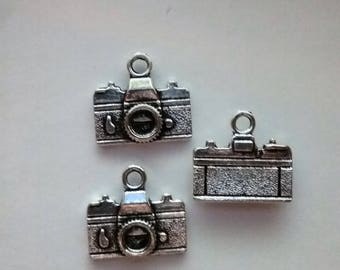 5 Camera Charms Camera Pendants Antiqued Silver Tone Double Sided 3D, 10 x 15 mm, USA Seller