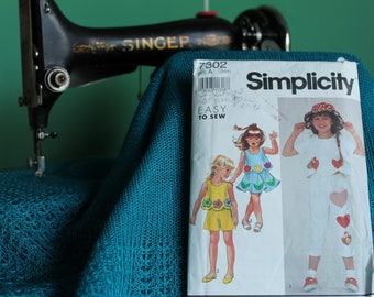 Simplicity 7302 Girls sewing pattern Girls pants, shorts, skirt and top. sz 3